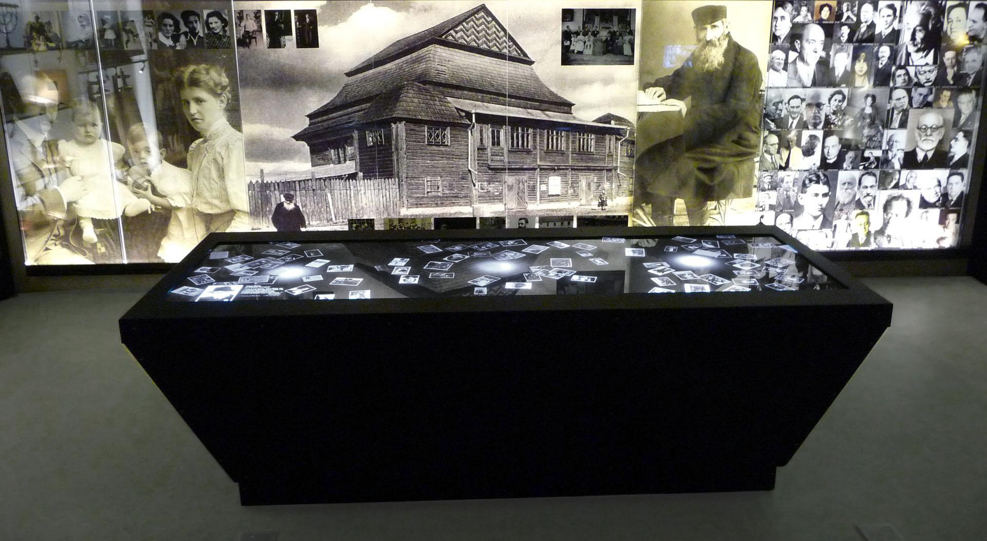 Интерактивный стол в музее